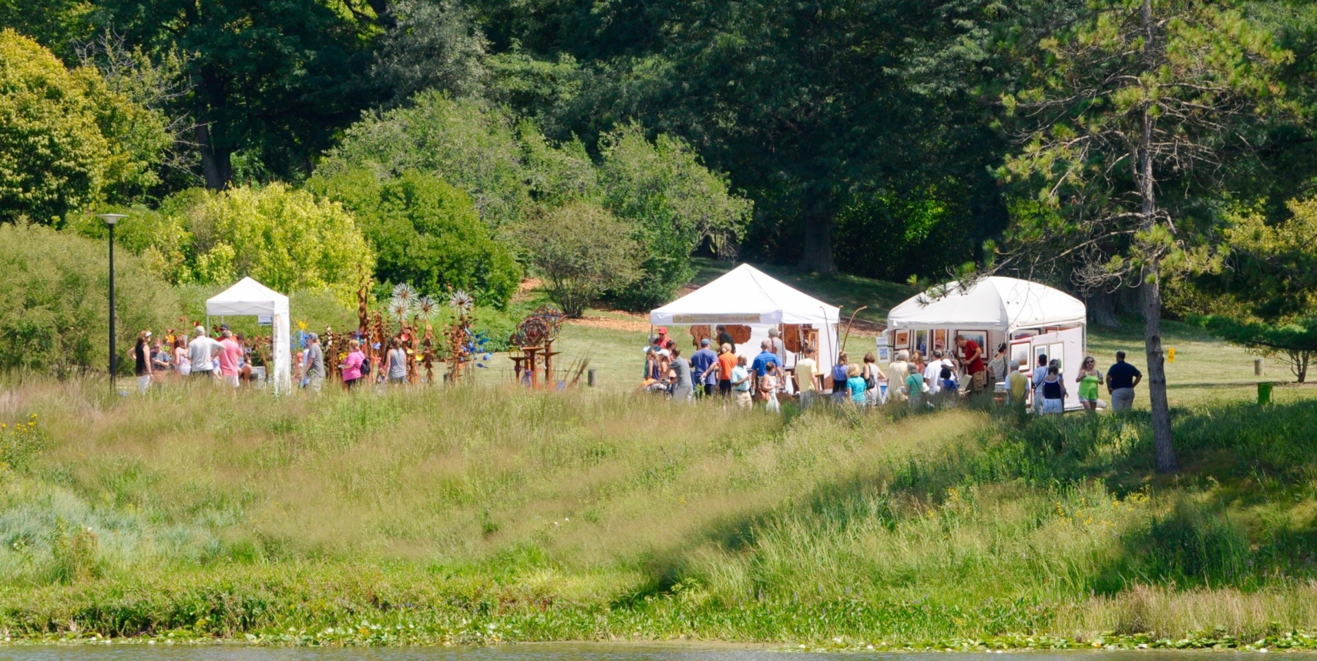 Wine and art walk event around Meadow Lake in the summer